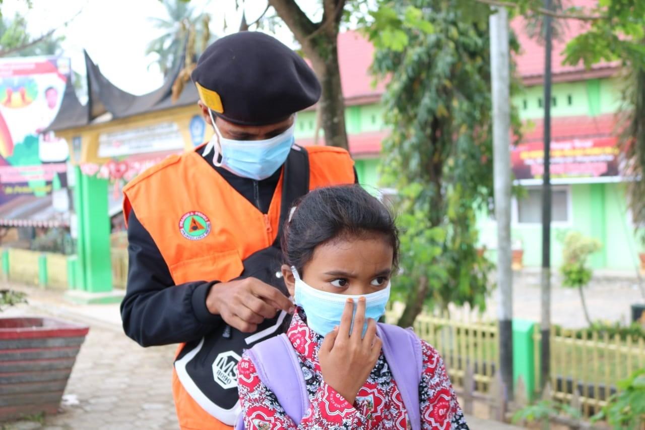 Aksi Pramuka Peduli Kabut Asap Kwarda 03 Sumbar bersama Kwarcab 18 Dharmasraya